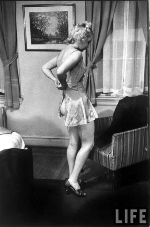 Как правильно раздеваться перед мужем. Инструкция 1937 года
